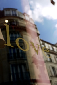 paris love window